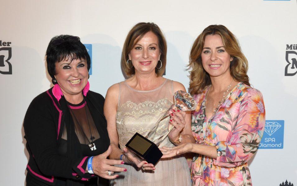 Uschi Ackermann, Preisträgerin Kategorie Beauty Green Beauty Care / Nature Gesichtspflege und Bettina Cramer (Foto BrauerPhotos / G.Nitschke)