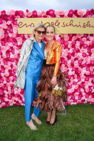 Eva Poleschinski präsentierte eine tolle Fashion Show am Vienna Ascot Ladies Day. Hier mit Journalistin und Bloggerin Hedi Grager (Foto Moni Fellner)