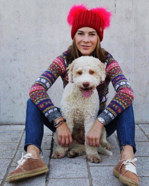 Alyssa Schwarz mit ihrer Lagotto-Hündin Nini (Foto privat)