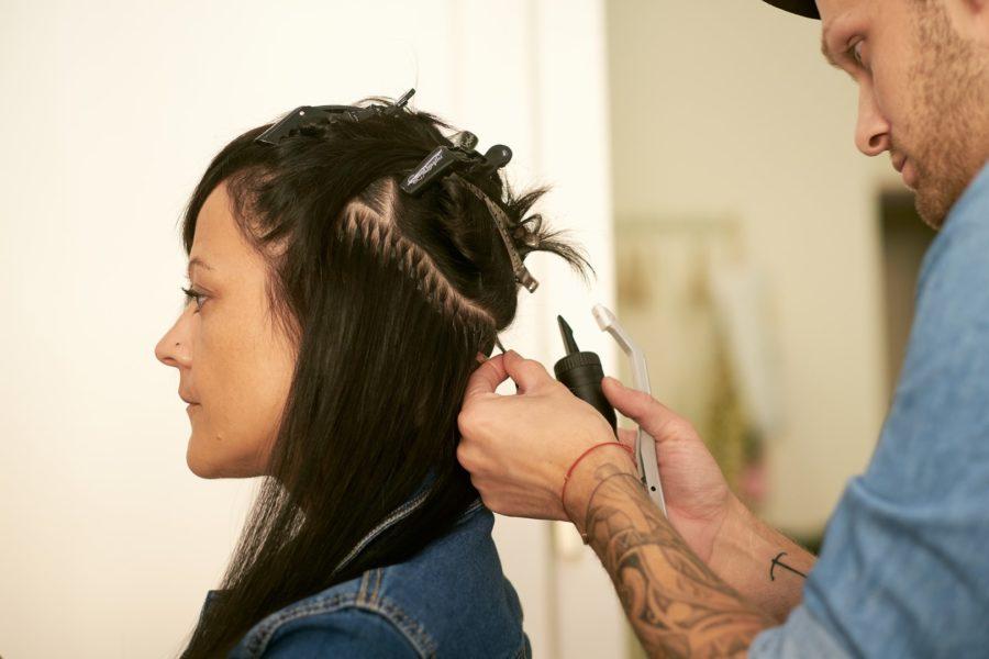 Ursprünglich wollte Christoph Skoff in einem sozialen Bereich arbeiten - entschied sich dann aber doch für die Ausbildung zum Friseur (Foto Tasty - Peter Oswald)