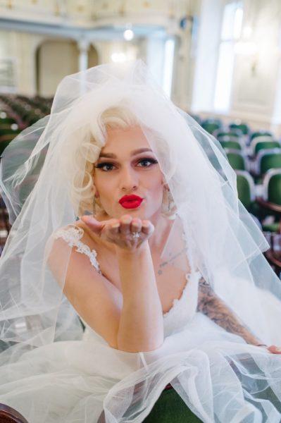 """Christoph Skoff alias Gloria Hole: Mein Marilyn Monroe Stil mit den roten Lippen ist mittlerweile schon zu meinemMarkenzeichen geworden."""" (Foto Ladies & Lord Photography)"""