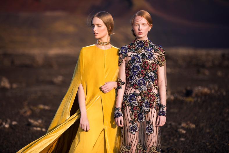 Die international erfolgreiche, steirische Designerin Eva Poleschinski hat einen außergewöhnlichen Sinn für Materialmix, Individualität und Extravaganz und legt größten Wert auf beste Verarbeitung (Foto Oliver Rathschueler)