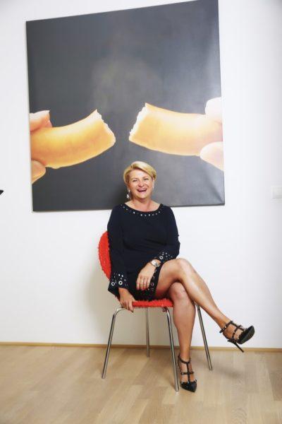 Die erfolgreiche Immobilienhändlerin Marlies Muhr in ihrem Salzburger Büro (Foto privat)
