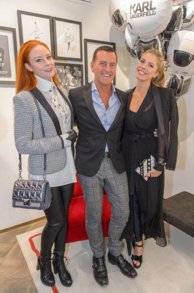 Karl Lagerfeld Store-Opening in Wien: Pier Paolo Righi, umgeben von Victoria Swarovski und Barbara Meier (Foto Andreas Tischler)