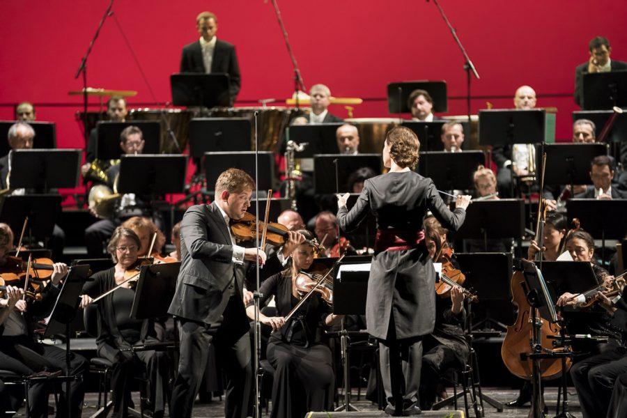 Das Orchester der Grazer Oper hieß ihre neue Chefdirigentin Oksana Lyniv herzlich willkommen (Foto Werner Kmetitsch)