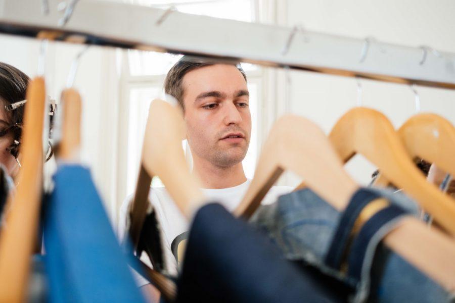 Das Ziel des jungen Designers Philipp Brunner ist natürlich ein eigenes Label - vorerst möchte er aber bei Designern arbeiten und lernen (Foto Chris Perkles)
