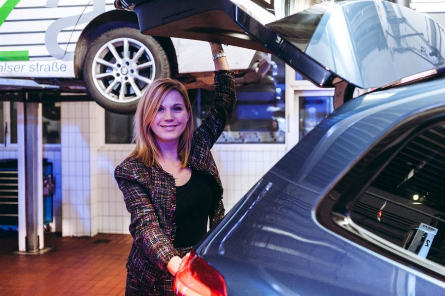Johanna Setzer und ihr Auto bilden 'ein Team' (Foto Philipp Lipiarski)