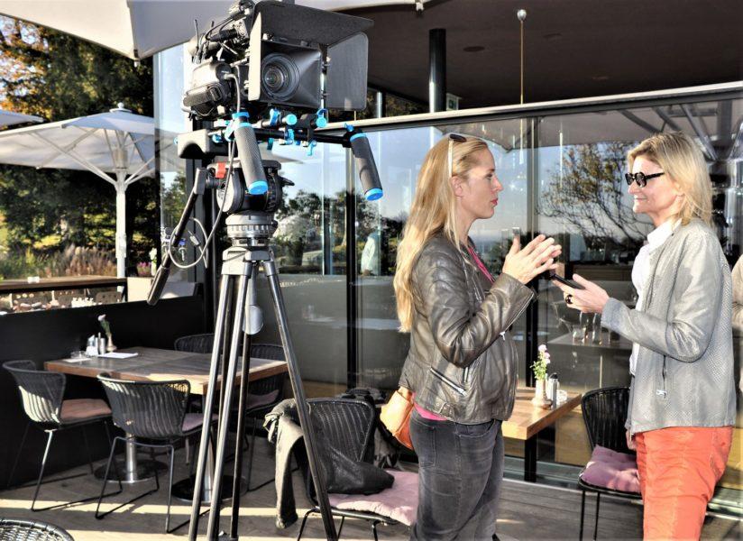 Liliana Klebow erklärt mir, wie wichtig beim Drehen Vertrauen und Respekt zwischen Schauspieler und Regisseur sind (Foto Reinhard Sudy)