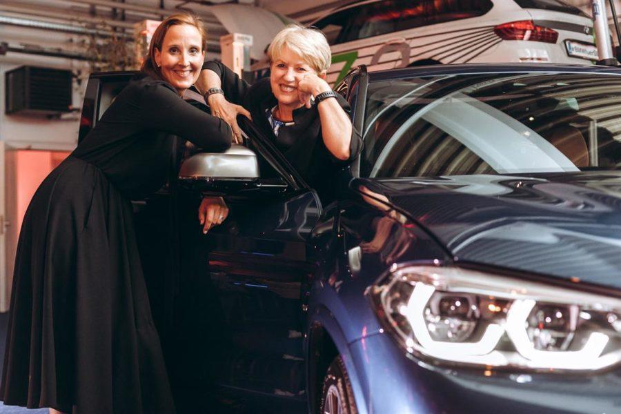 Präsentation des neuen BMW X3 bei BMW Wien: Tatjana Bister (GF BMW Wien) mit Maria Rauch-Kallat (Foto Philipp Lipiarski)