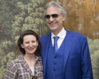 Barbara Gasser mit Andrea Bocelli bei The Music of Silence (Foto Armando Gallo for the HFPA)