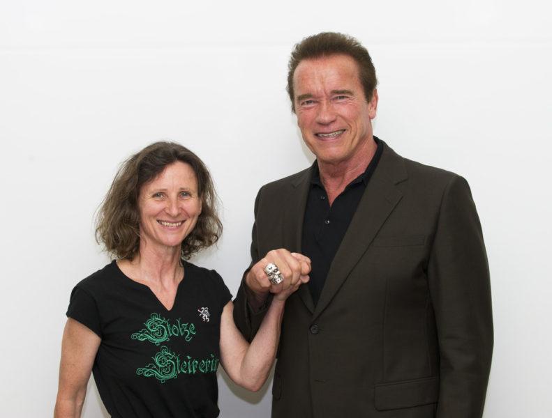 Mit 'Terminator' Arnold Schwarzenegger verbindet Barbara Gasser ein freundschaftliches Verhältnis (Foto HFPA / Ron Murray)