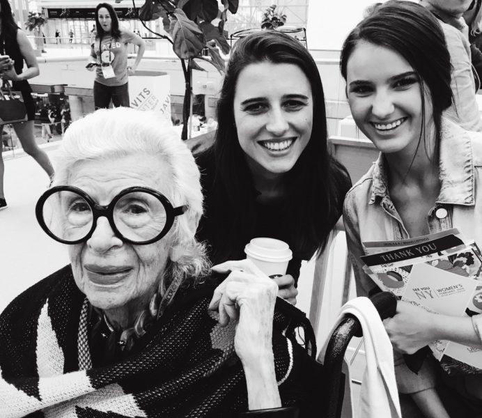 """Eva Maria Guggenberger (Mitte): """"Es war schon sehr inspirierend, sich mit Iris Apfel zu unterhalten."""" (Foto privat)"""