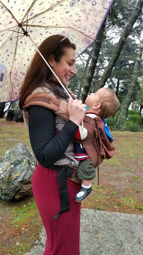 Die Opernsängerin Solmaaz Adeli mit ihrem Sohn Cyrus (Foto privat)