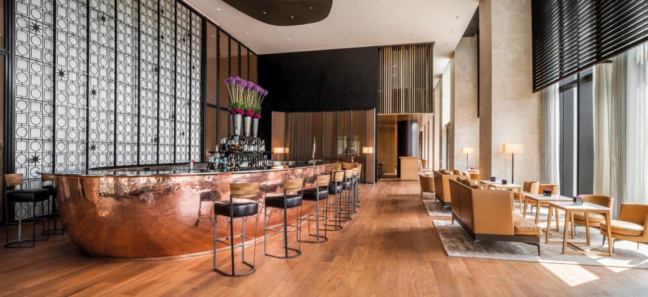 Die stylische Bar des neuen BVLGARI Hotel Beijing (Foto BVLGARI)