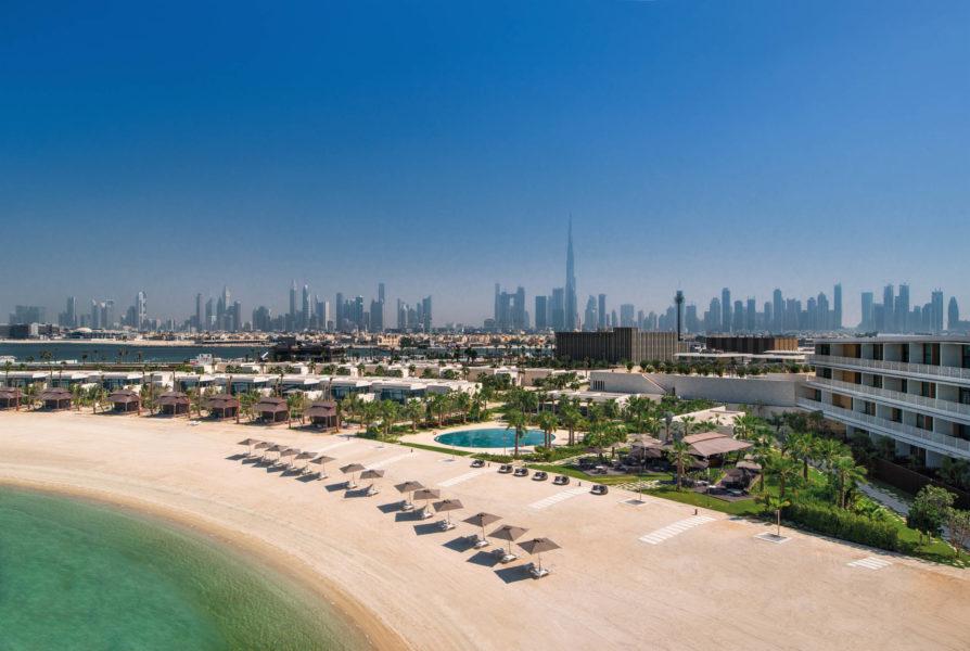 Die 101 Zimmer und Suiten im Haupthaus des Bulgari Hotel Dubai sowie die 20 Villen mit privatem Swimmingpool und direktem Strandzugang verfügen über eine traumhafte Aussicht über den Arabischen Golf bzw. die beindruckende Skyline von Dubai (Foto Bulgari)