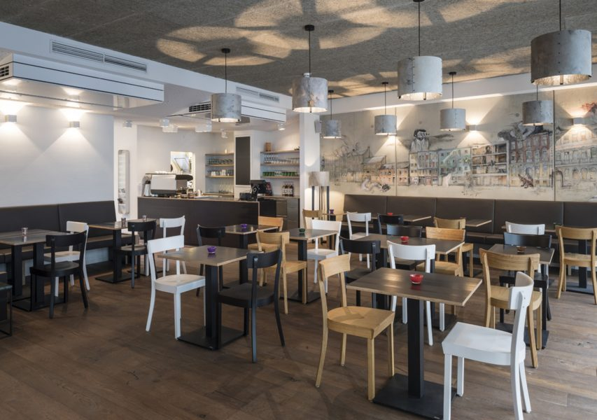 Das neue gapsite Hotel in Graz. Im Tagescafe werden Frühstück und eine 'kleine Küche' mit regionalen und saisonalen Produkten angeboten (Foto Walter Luttenberger)