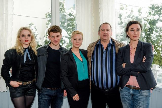 """""""Schnell ermittelt"""" wieder: Lili Epply, Simon Morzé, Katharina Straßer, Wolf Bachofner und Ursula Strauss. (Foto ORF/Hubert Mican)"""
