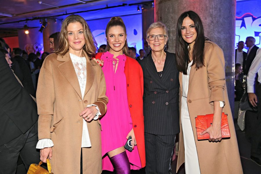 Marc Cain Fashion Show in Berlin: Schauspielerin Marie Baeumer, Sängerin Victoria Swarovski, Chefdesignerin Karin Veit und Schauspielerin Bettina Zimmermann (Photo by Gisela Schober/Getty Images)