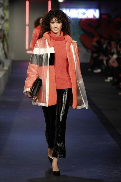"""Fashion Show Marc Cain im Rahmen der MBFW Berlin: Im kommenden Herbst/Winter steht vor allem das """"Colour Play"""", also eine starke, Akzente setzende Farbigkeit im Vordergrund (Foto Getty Images for Marc Cain)"""