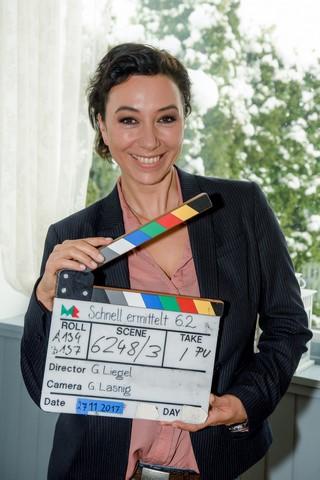 """Die Erfolgs-Serie """"Schnell ermittelt"""" mit der erfolgreichen Schauspielerin Ursula Strauss ist eine Produktion des ORF, hergestellt von MR-Film. (Foto: ORF/Hubert Mican)."""