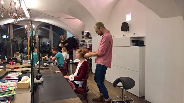 Die neuen Produkte von Schwarzkopf Professional wurden im Friseursalon Ginger gleich getestet (Foto Hedi Grager)