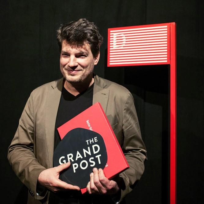 """Nikolaus Geyrhalter erhielt den Großen Diagonale-Preis für den Dokumentarfilm """"Die bauliche Maßnahme"""" (Foto Diagonale Miriam Raneburger)"""
