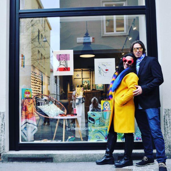 Das Grazer BrillenQuartier präsentierte in seinem Schaufenster zwei Wochen lang Kunst und Mode by Chris Barreto (Foto Reinhard Sudy)