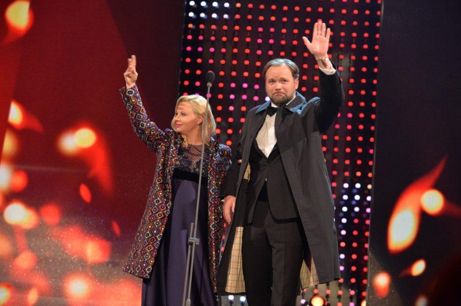 ... Katharina Straßer - hier mit Ehemann Thomas Stipsits, der sich um das Wohl seiner schwangeren Frau kümmerte (Fotos KURIER ROMY)