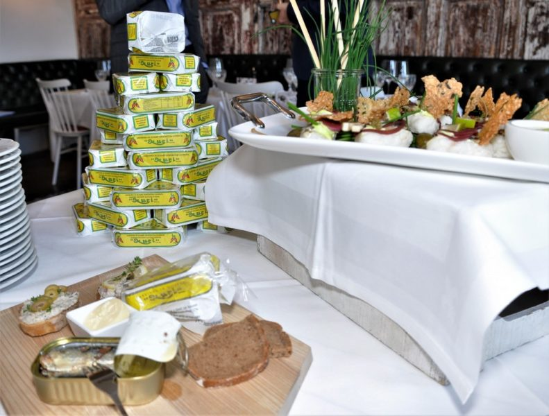 """Für die Gäste bleibt es spannend, denn regelmäßig werden andere Nuri-Gerichte auf der Wochen-Karte im """"Speisesaal"""" angeboten (Foto Reinhard Sudy)"""