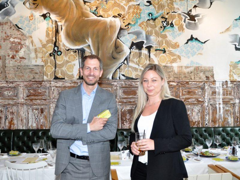 Jakob Glatz, Geschäftsführer der Glatz GmbH & Co KG mit Hotelmanagerin Natascha Weber (Foto Reinhard Sudy)