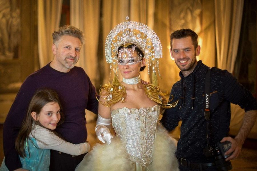 Designer und Künstler Alessio Benetti, Model Maggie Mac und Fotograf Mathias Kniepeiss (Foto Mateo Moem)