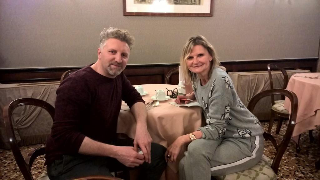 Designer Alessio Benetti traf sich zu einem Interview mit Hedi Grager im schönen Ca Sagredo Hotel in Venedig (Foto Reinhard Sudy)