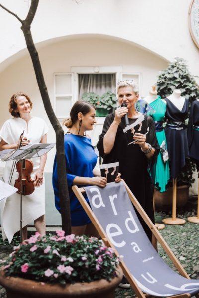 Sommer-Cocktail von ardea luh: Susanne Scholz, die Designerinnen Babsi Schneider und Elke Steffen-Kuehnl (Foto Stella Kager)