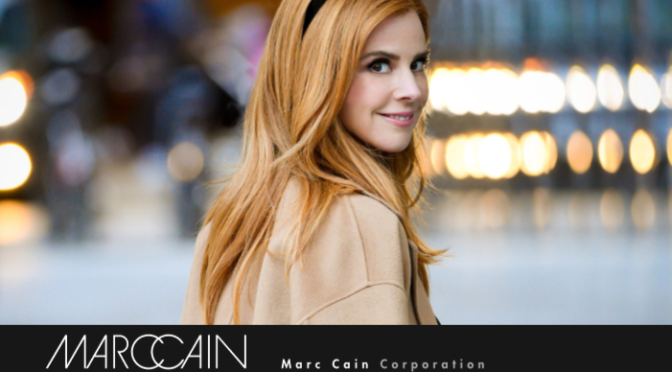 Marc Cain: Charity Aktion mit US-Schauspielerin Sarah Rafferty