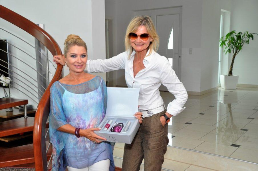 Beate Brandstätter zeigt mir bei meinem Besuch ihre erfolgreiche Kosmetiklinie CELLSTAR (Foto Reinhard Sudy)