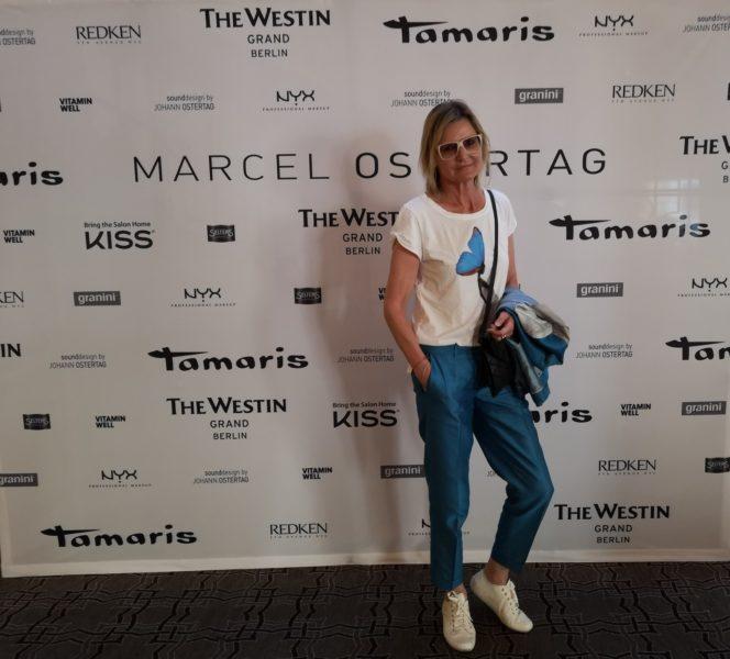 Journalistin und Bloggerin Hedi Grager am Weg zur Show von Designer Marcel Ostertag am Rooftop des Westin Grand Hotel Berlin (Foto Reinhard Sudy)