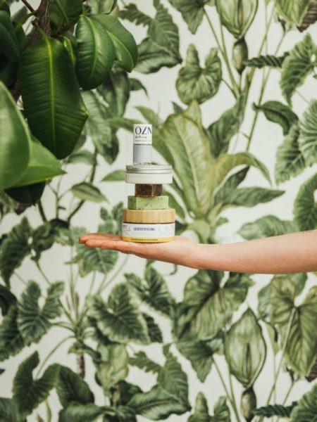 Im hauseigenen Shop für Indie-Naturkosmetik, YogaDesign und Bio-Delikatessen setzt Julia Pengg auf kleine, feine Labels, die völlig natürlich, chic und möglichst bio & vegan sind.(Foto LUPI SPUMA)