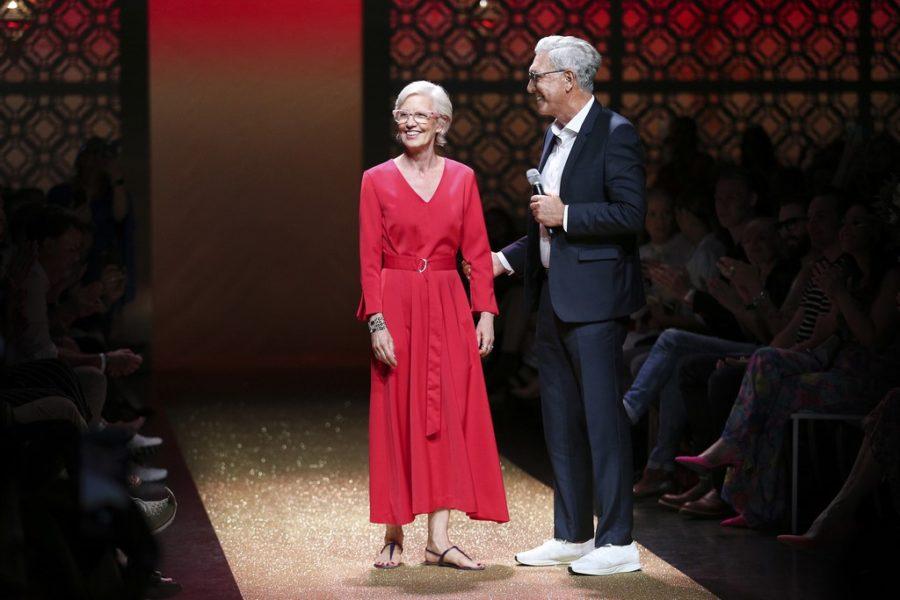 Designerin Karin Veit zieht sich nach 43 erfolgreichen Jahren bei Marc Cain zum 31. Juli 2018 ins Privatleben zurück - hier mit Helmut Schlotterer, dem Gründer und CEO von Marc Cain (Foto Gisela Schober/Getty Images for Marc Cain)