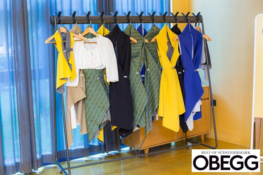 KUKLA ist ein variables Kleidungsstück, passend zu jeder Frau, jedem Anlass und jedem Kleiderschrank (Foto Moni Fellner)