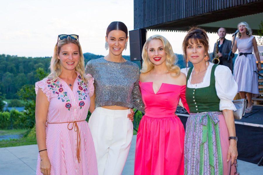 Ärztin und Ex-Miss Christine Reiler, Top-Model Kerstin Lechner, Moderatorin Silvia Schneider und Schauspielerin Anja Kruse genossen das Sommerfest in der Südsteiermark (Foto Moni Fellner)