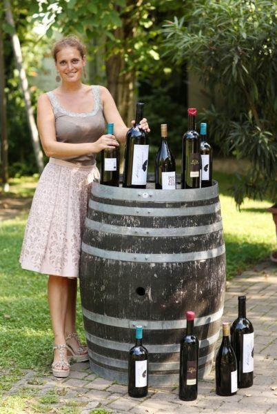 """Christina Dow: """"Als """"Weinbotin"""" gab ich meiner Leidenschaft Wein eine Plattform, die es in dieser Art noch nicht gegeben hat. Denn der steirische Wein ist ein internationaler Star, dem eine Bühne gegeben werden musste. Und dieser Blog ist die Stage. Am Blog werden Winzerpersönlichkeiten und alle, die es noch werden könnten, vor den Vorhang gebeten, Lieblingsweine vorgestellt und Interviews geführt (Foto Philipp Christof)"""