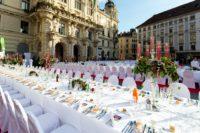 Die LANGE TAFEL der GenussHauptstadt Graz (Foto Graz Tourismus - Harry Schiffer)