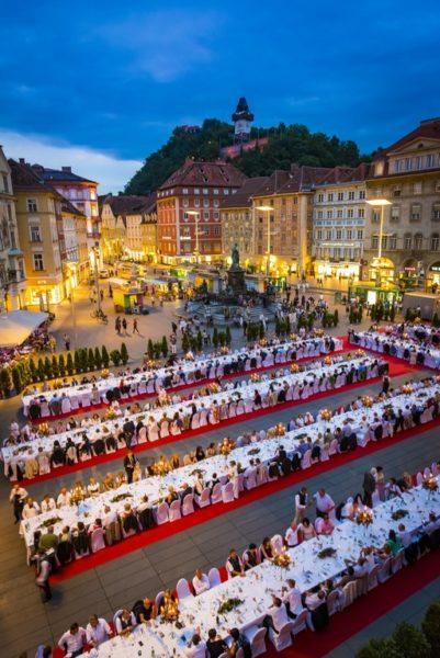 Die LANGE TAFEL der GenussHauptstadt Graz (Foto Graz Tourismus - Werner Krug)