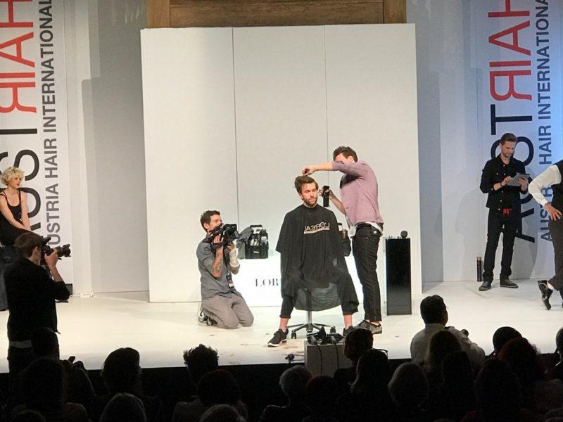Für den begeisterten Friseur Stefan Taucher kam nie ein anderer Beruf in Frage (Foto NobleStyle)