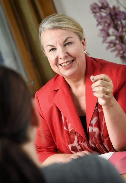 Mit ihren vielen Ressorts verantwortet Sozialministerin Mag.a Beate Hartinger-Klein ein Milliardenbudget, der österreichische Ärztekammerpräsident bezeichnete sie sogar als mächtigste Frau Österreichs. (Foto BMASGK/Fotograf Zinner)