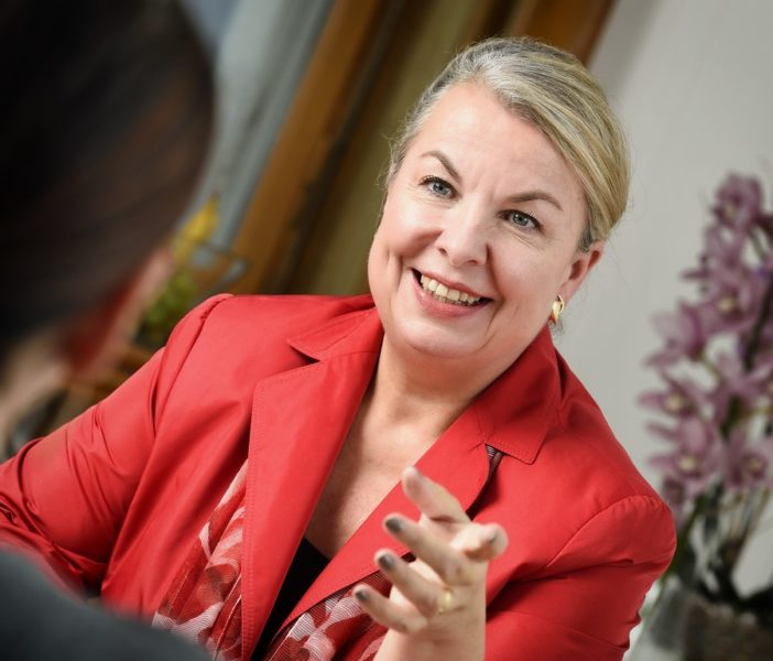 """Sozialministerin Mag.a Beate Hartinger-Klein ist sehr IT-affin. """"Die Digitalisierung ist eines meiner Lieblingsthemen sowohl im Health- als auch im Sozialbereich."""" (Foto BMASGK / Fotograf Zinner)"""