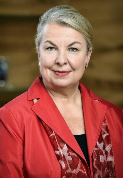 Mag. Beate Hartinger-Klein – Bundesministerin für Arbeit, Soziales, Gesundheit und Konsumentenschutz - studierte in Graz Wirtschafts- und Sozialwissenschaften (Foto BMASGK / Fotograf Zinner)