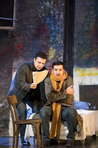 Pavel Petrov als Rodolfo und Dariusz Perczak als Marcello in der Oper La Bohème (Foto PhotoWerK OG/Werner Kmetitsch)