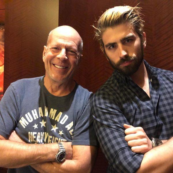 """Zwei großartige Schauspieler Seite an Seite: Swen Temmel arbeitet mit Bruce Willis in Cincinatti im Film """"10 Minutes gone"""" (Foto privat)"""