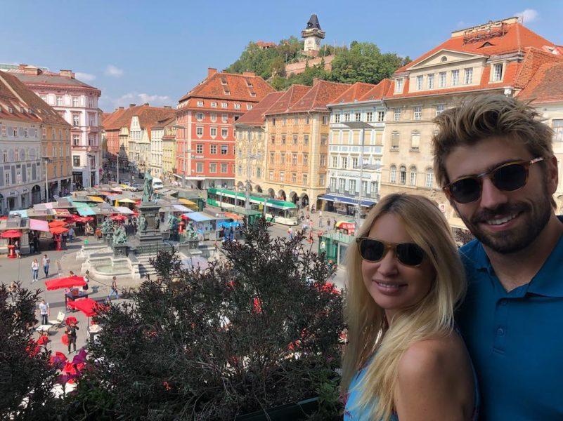 Swen Temmel zeigt seiner Freundin Meadow Williams stolz seine Heimat - hier ein wundervoller Blick vom Rathaus Graz (Foto privat)
